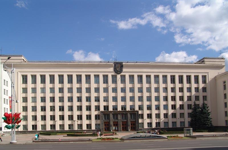 Выпускники Минска раздумали поступать в БГУ